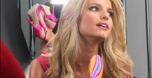 Jessica Simpson shows off fit body at sister's bachelorette party